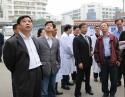 2008年11月2 日,中共德阳市卫生局党组书记、局长杨兆华(左一)到我院检查指导工作。